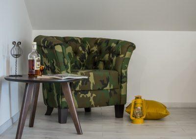 Fotelja polukružna Čester